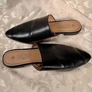 Charles Albert Black Leather Flats